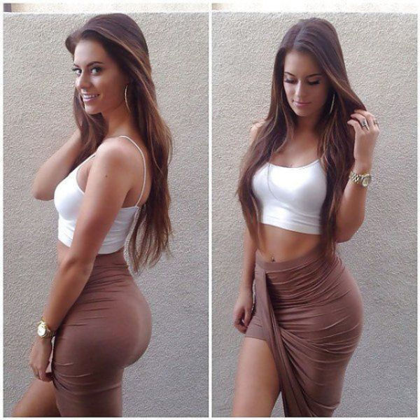 Girls in Tight Dresses (64 pics)