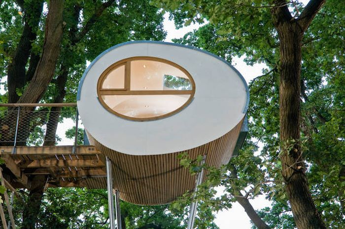 This Modern Tree House Is Simple But Awesome (8 pics)