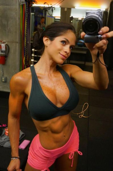 These Girls Make Working Out Look Good (63 pics)