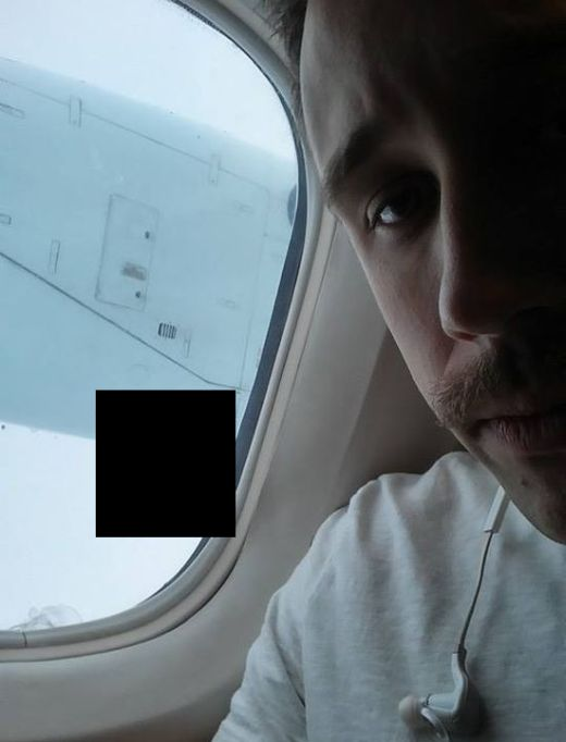 One Of The Scariest Things You Could See On A Plane (3 pics)