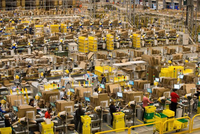The Amazon Warehouse Is A Madhouse Before Christmas (19 pics)
