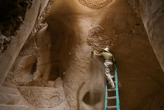 Artist Spends 10 Years Carving An Amazing Cave (17 pics)