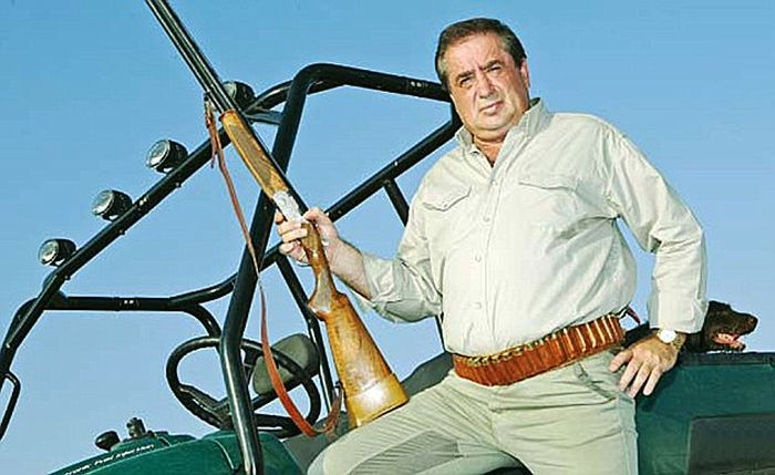 This Billionaire Paid $50,000 To Shoot An Elephant (5 pics)