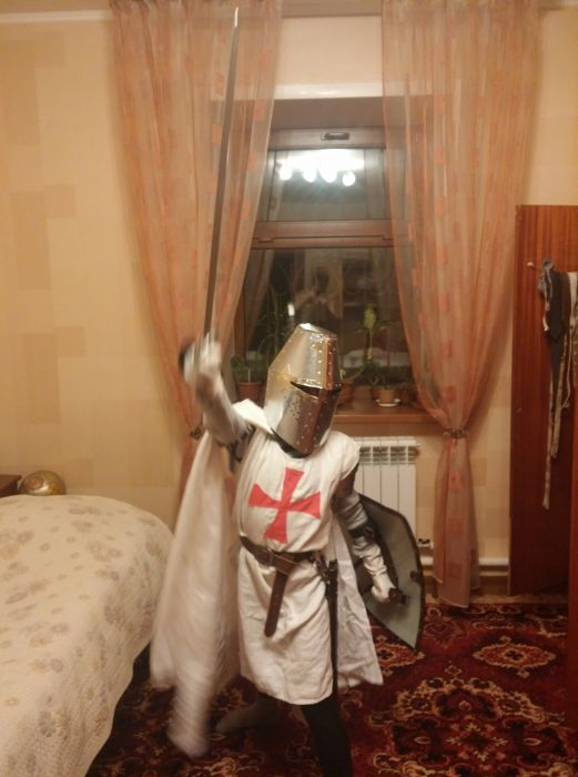 How To Make Your Own Knight Costume (12 pics)