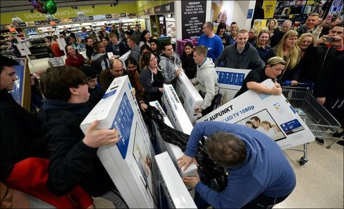 Black Friday Was An All Out War In Britain (40 pics)