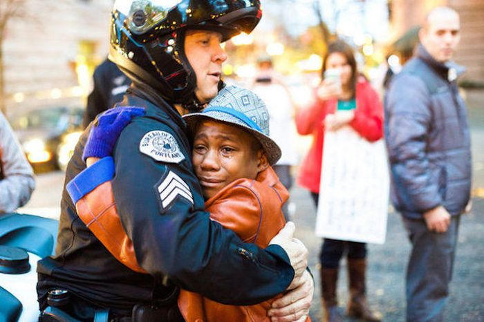 Black Boy Gives Away A Free Hug To A White Cop (3 pics)