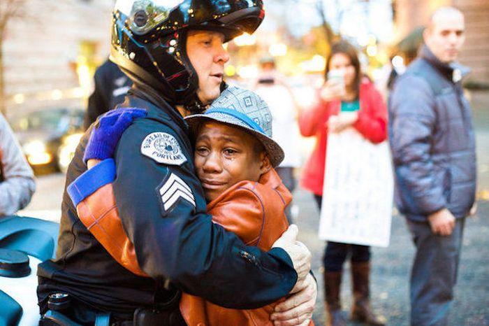 Black Boy Gives Away A Free Hug To A White Cop (3 pics)