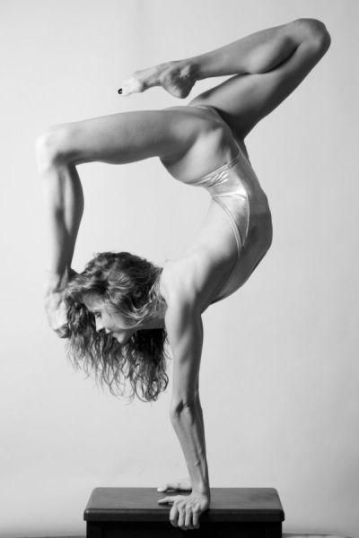 These Girls Make Flexibility Look Good (42 pics)