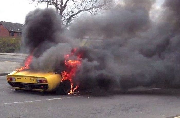 A Beautiful Lamborgini Burns To The Ground (4 pics)