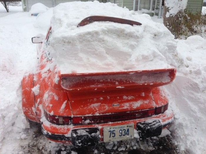Porsche Gets Buried (5 pics)