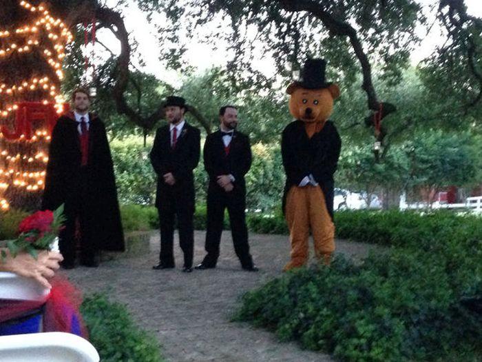 Funny And Awkward Wedding Photos (42 pics)