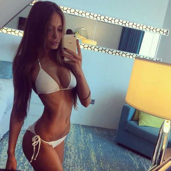 These Girls In Bikinis Will Warm Up Your Winter (46 pics)
