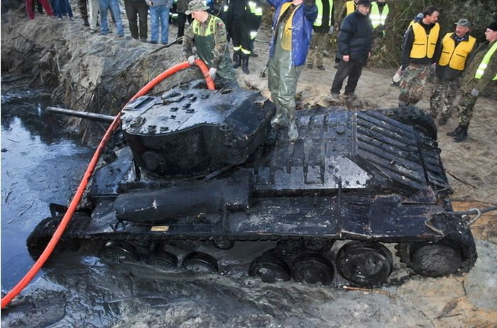 An Army Tank Is Found Buried In A River (10 pics)