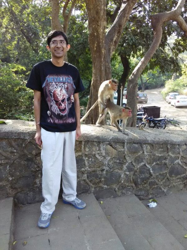 These Monkeys Gave This Guy A Picture To Remember (4 pics)