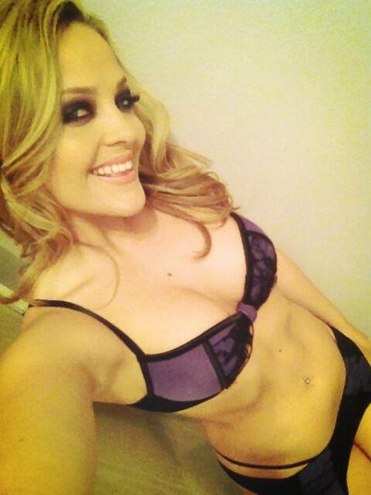 Candid Photos Of Female Porn Stars (76 pics)