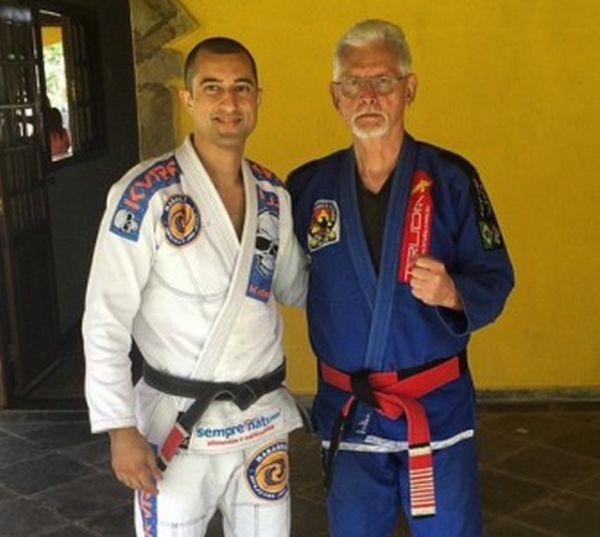 What Happens When A Thug Tries to Rob A 72 Year Old Jiu-Jitsu Master (4 pics + video)