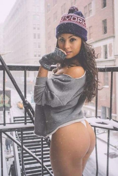 These Hot Babes Will Keep You Warm All Winter Long (36 pics)