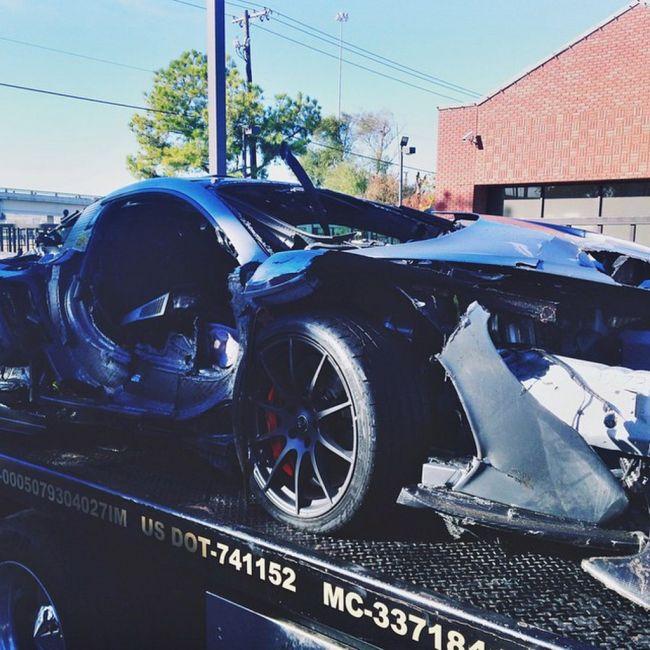 Driver Destroys A $1 Million Dollar McLaren P1 (6 pics)