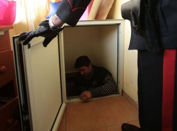 Mafia Godfather's Son Arrested After Police Discover A Fake Tunnel (6 pics)