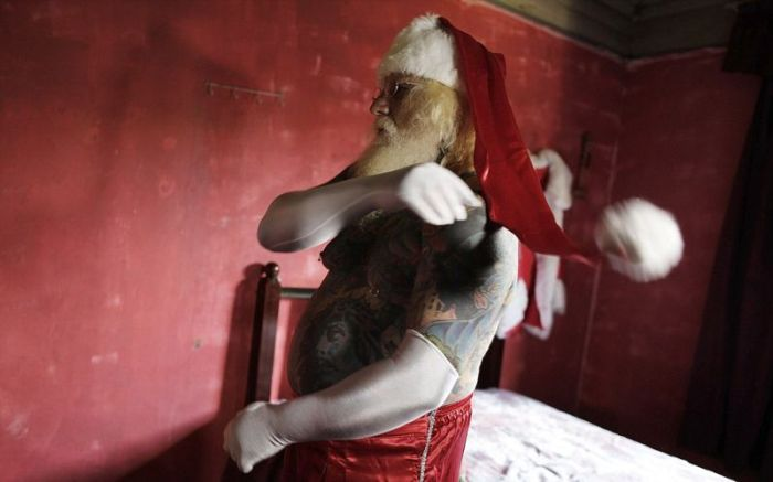 This Santa Is Covered In Tattoos (10 pics)