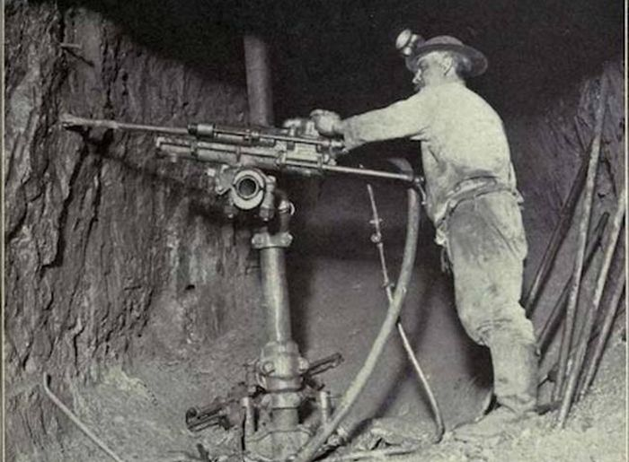 Christmas Eve And The Michigan Mining Tragedy Of 1933 (7 pics)