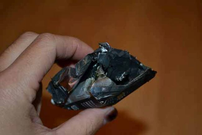 Samsung Phone Explodes While The Owner Is Sleeping (13 pics)