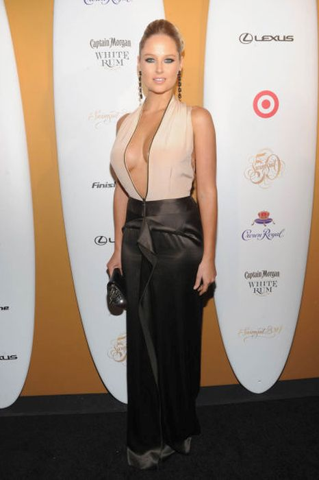 The Best Shots Of Celebrity Side Boob From 2014 (100 pics)
