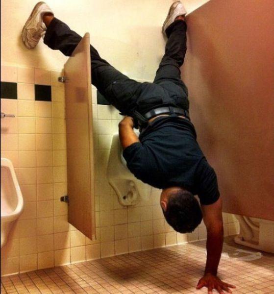 Weird Stuff Seen in Bathrooms (43 pics)