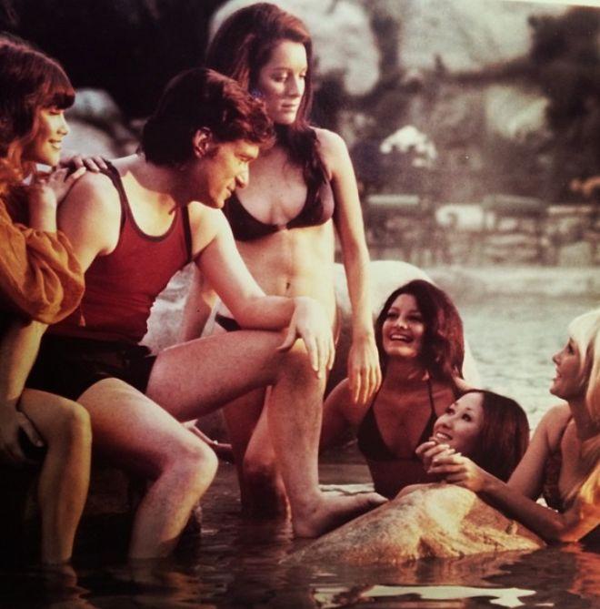 Hugh Hefner Has One Hell Of A Life (40 pics)