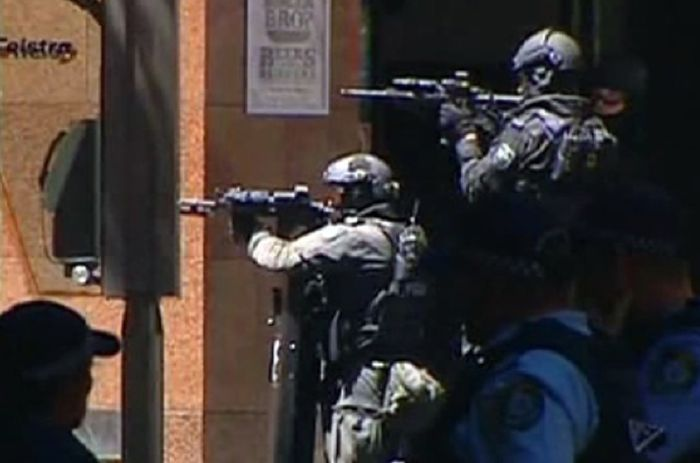 Photos From The Hostage Situation In Sydney (27 pics)