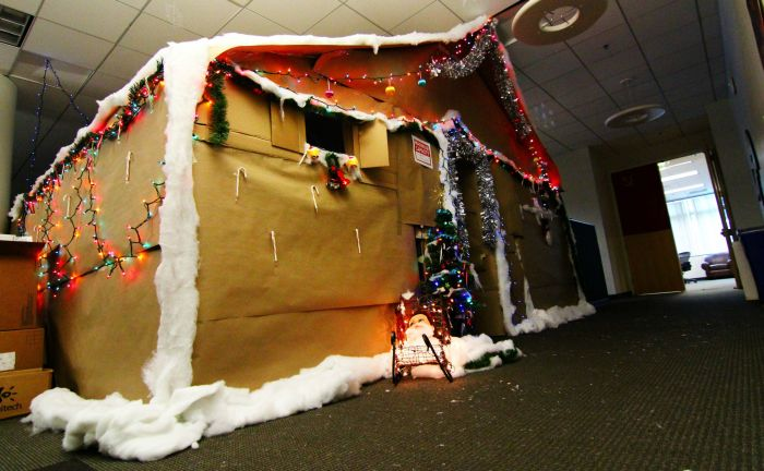 These Workers Turned Their Cubicle Into Something Incredible (9 pics)