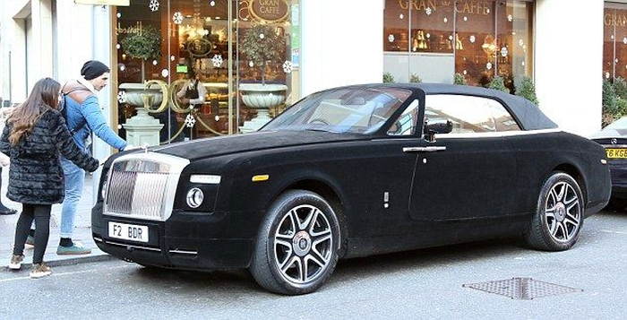 This Rolls Royce Is Covered In Velvet (6 pics)