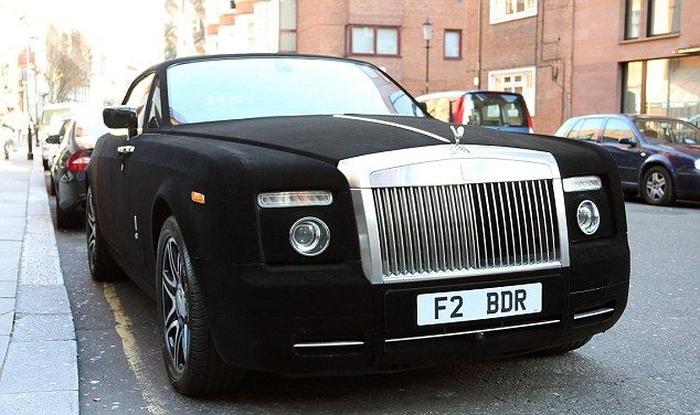 This Rolls Royce Is Covered In Velvet (6 pics)