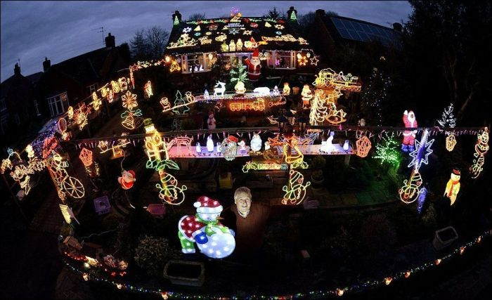 This Is The Season For Christmas Decorations (16 pics)