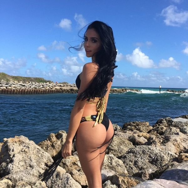 Hot Babes Hanging Out In Bikinis (57 pics)