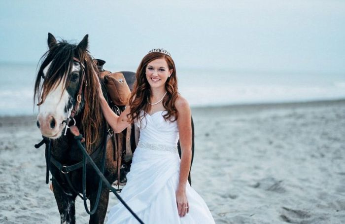 Why Adding A Horse To Your Wedding Pictures Is A Bad Idea (12 pics)