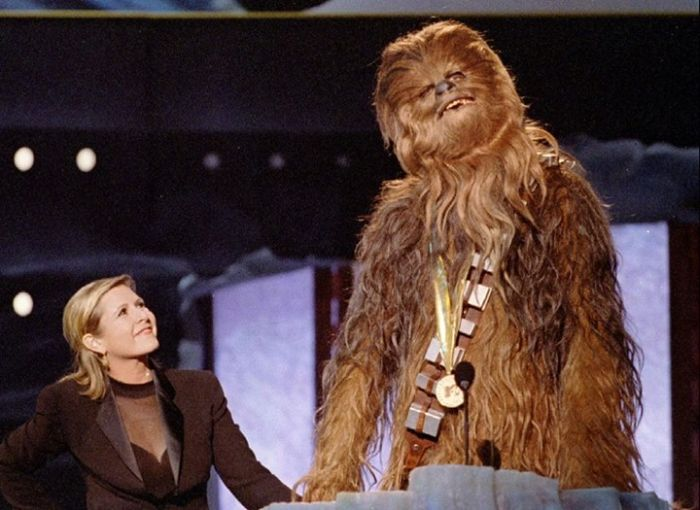 Do You Know Who This Famous Star Wars Character Is? (4 pics)