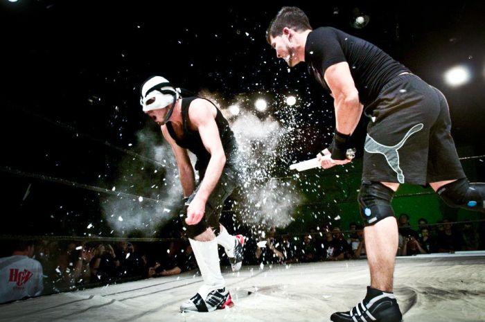 Hungarian Wrestlers Go Hardcore (42 pics)