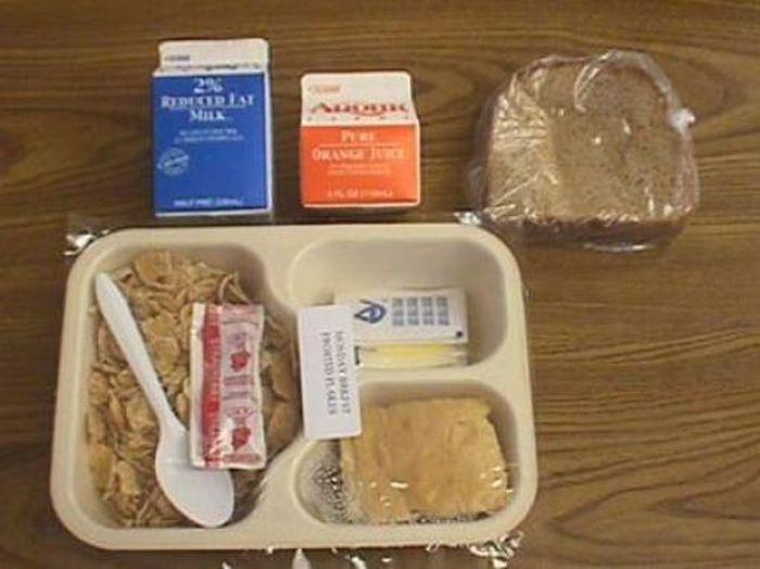 Prison Food vs. School Lunches (14 pics)