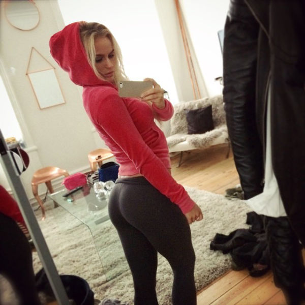 Girls In Yoga Pants Are Definitely The Greatest Thing Ever -2389