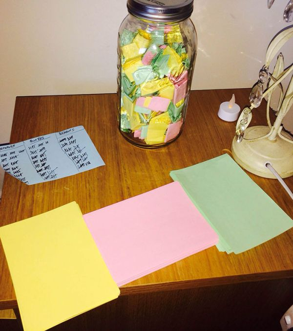 Boyfriend Writes His Girlfriend One Note A Day For A Year (7 pics)