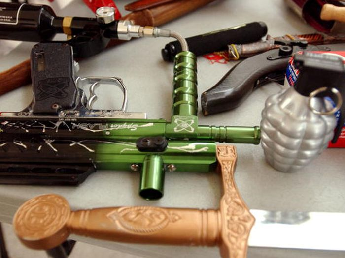 Interesting Items That Were Confiscated By The TSA In 2014 (24 pics)