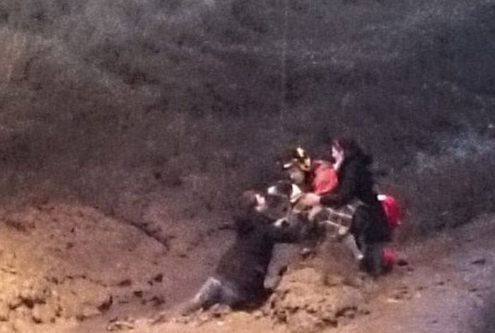 Couple Gets Stuck In The Mud (7 pics)