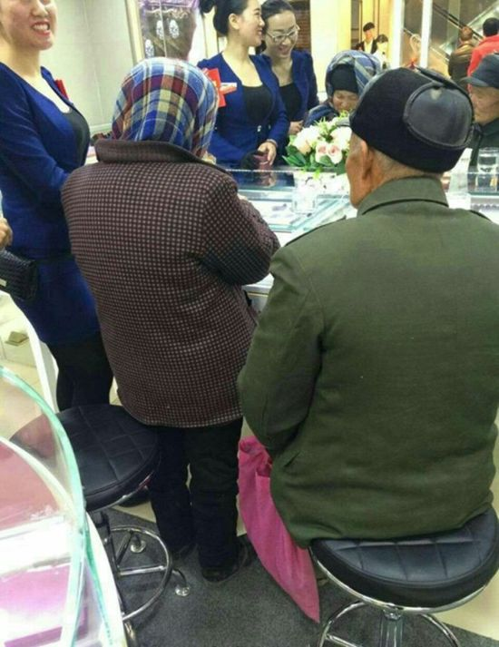 Janitor Proposes To His 80 Year Old Lover (7 pics)