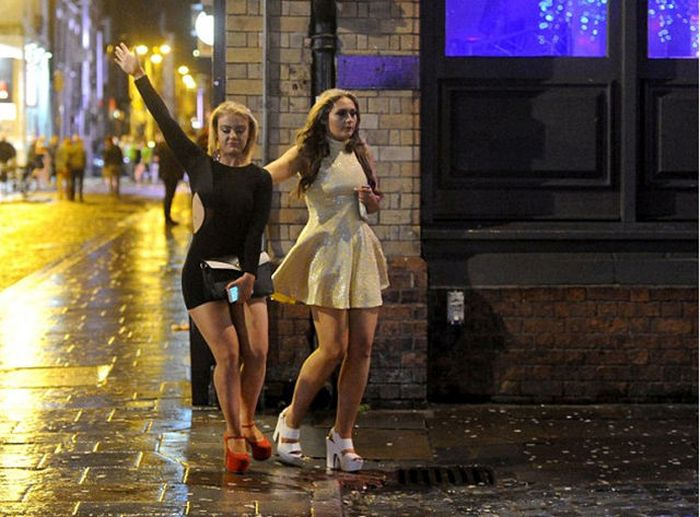 Britain Gets Taken Over By Mad Friday (34 pics)