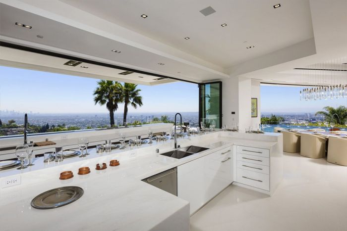 Minecraft Creator Purchases $70 Million Dollar Mansion In Beverly Hills (17 pics)
