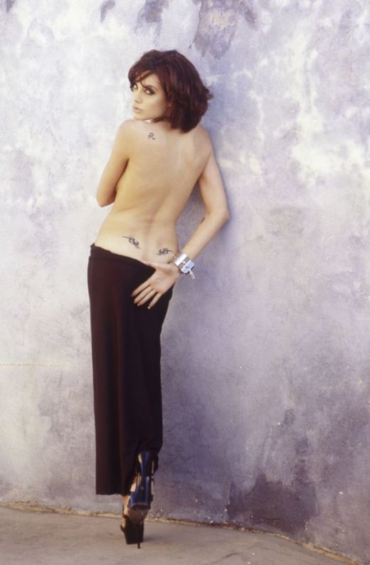 Hot Photos Of A 20 Year Old Angelina Jolie (6 pics)
