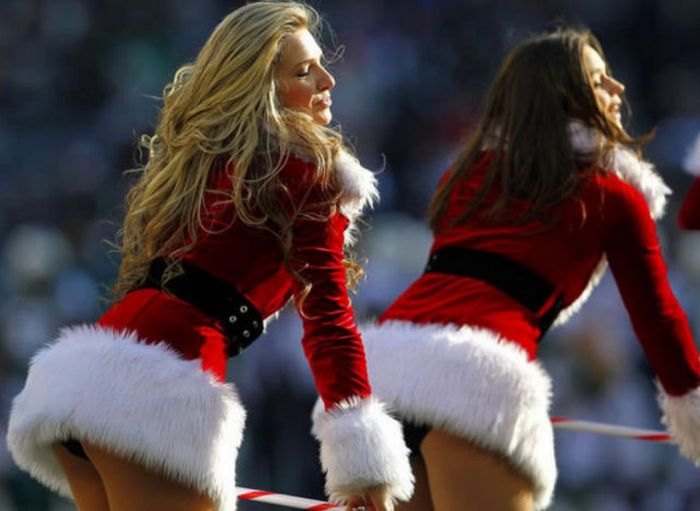 Sexy Christmas Girls That Are Both Naughty And Nice (61 pics)