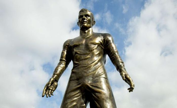 What's Up With This Statue Of Cristiano Ronaldo? (5 pics)