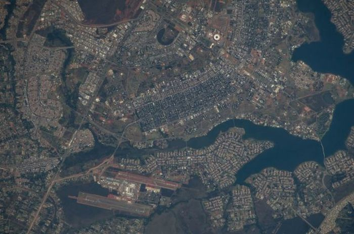 What Earth Looks Like From 200 Miles Up In Space (59 pics)